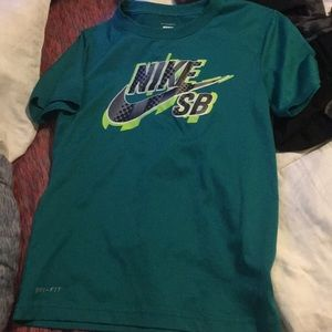Boys Nike dri fit t shirt